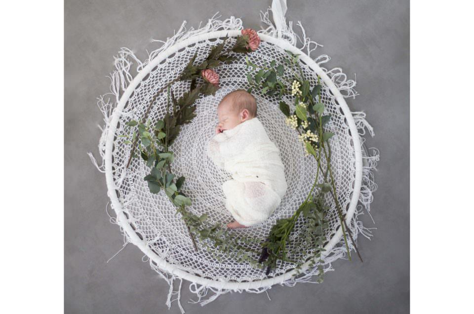 Une séance nouveau-né fleurie